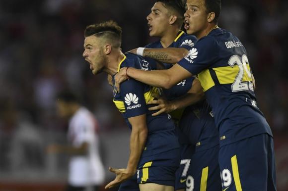 Grito clásico. Nahitan Nández festeja el gol de Boca ante River. Foto: AFP