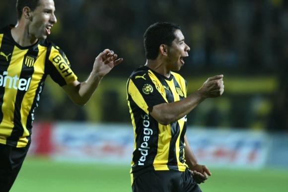 El festejo de Cristian Palacios en un nuevo gol en Peñarol. Foto: Ariel Colmegna
