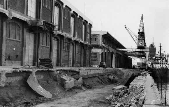 Recimentación de los muelles 8 y 9, y demolición de sus antiguos depósitos. Foto: El País