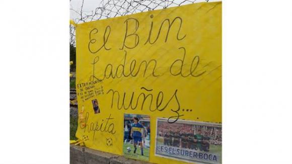 El mensaje a Guillermo Barros Schelotto en la puerta de Casa Amarilla. Foto: La Nación / GDA
