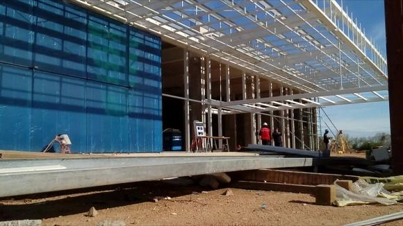 Construcción del shopping en Río Branco. Foto: Néstor Araújo