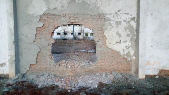 Así quedó el muro de la prisión de Mata Grande tras la explosión.Foto: Sindspen.