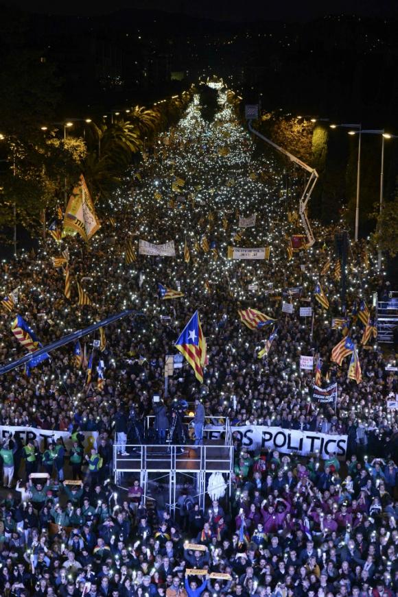Una multitud en las calles de Barcelona reclamó la liberación de presos políticos. Foto: AFP.