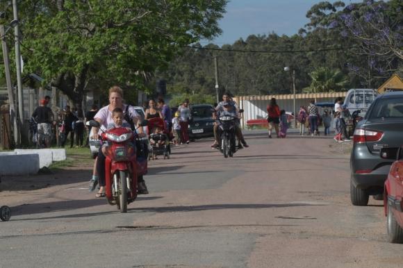 Salida escolar: frente a la escuela ocurrió asesinato cuadro madres recogían a los niños. Foto: F. Flores