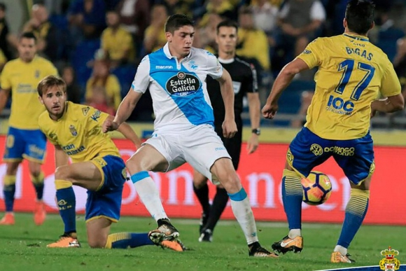 Federico Valverde defendiendo al Deportivo La Coruña