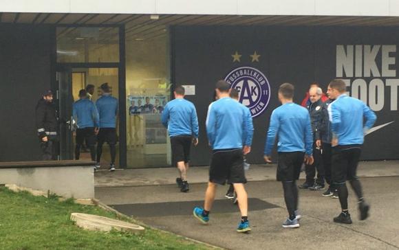 Uruguay entrenó en el complejo del FK Austria Viena.