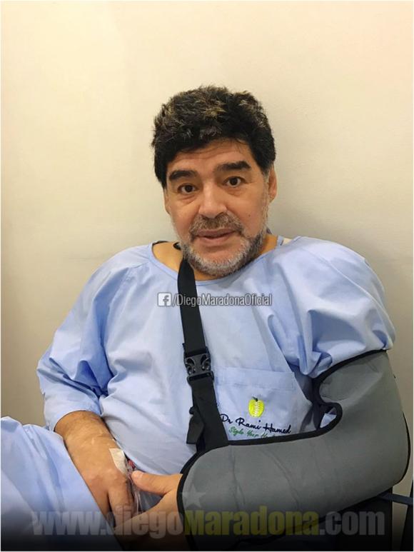 Diego Maradona operado del hombro