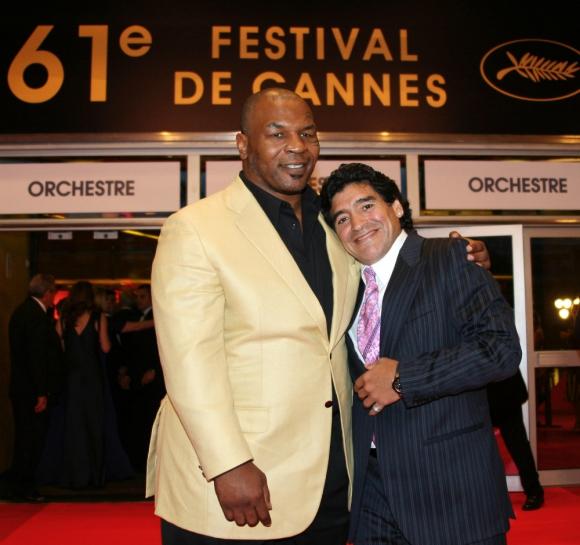Maradona y Tyson juntos en Cannes en 2008. Foto: AFP.