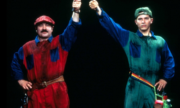 Bob Hoskins y John Leguizamo como Mario y Luigi