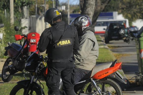 Vigilancia policial no ha impedido que delincuentes sigan con ola de rapiñas. Foto: Archivo