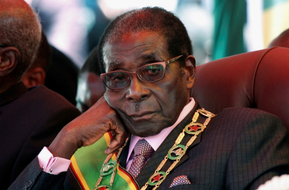 El presidente de Zimbabue, Robert Mugabe, está detenido en su casa. Foto: Reuters.