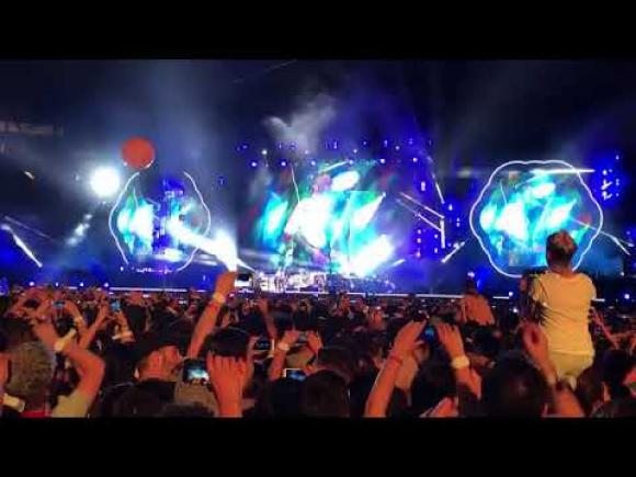 """Coldplay interpreta """"De música ligera"""" en La Plata"""