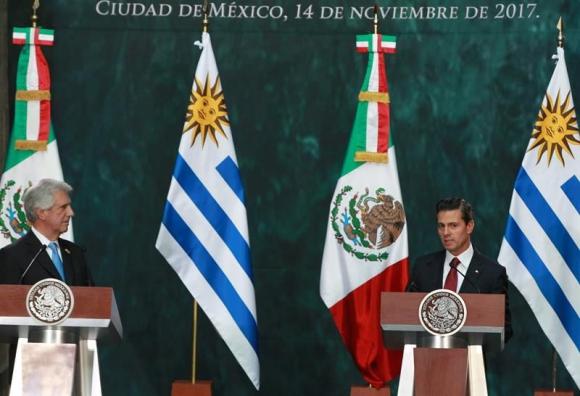 Tabaré Vázquez y Enrique Peña Nieto en México. Foto: EFE