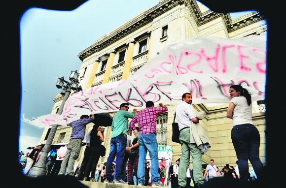 Sindicalistas bancarios se concentraron ayer en el Palacio Legislativo. Foto: G. Pérez