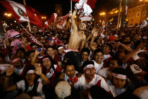 Los hinchas coparon las calles de Lima