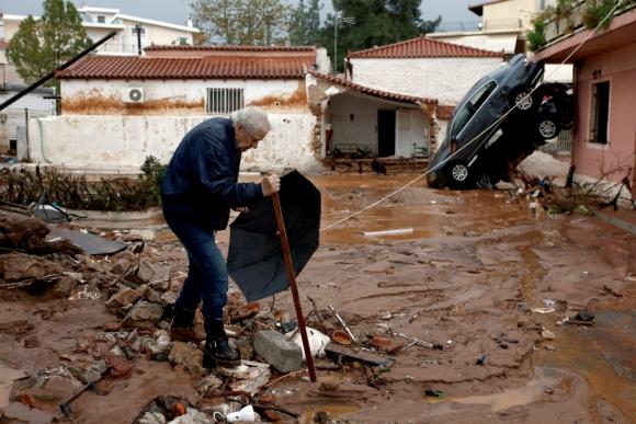 Grecia: la zona de Mandra fue la más afectada por las lluvias. Foto: EFE