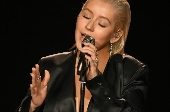 Christina Aguilera homenajea a Whitney Houston