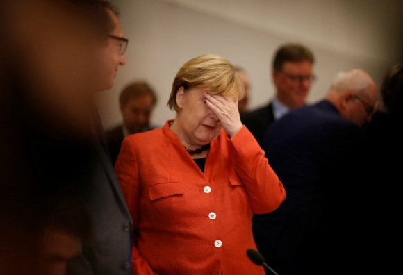 Merkel: no logra formar gobierno de coalición. Foto: Reuters