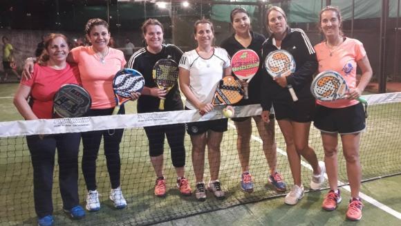 Damas. Tati Ruiz y Liliana Rodríguez con grupo de 1era.