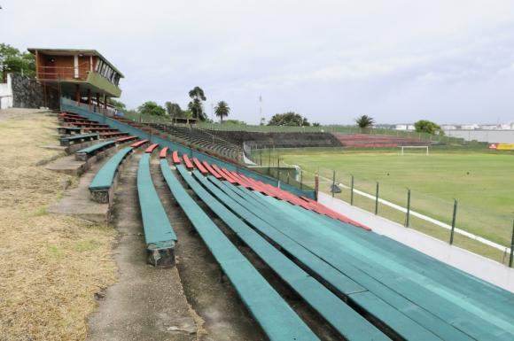 Pintadas. Así lucen las tribunas del Olímpico. Foto: Darwin Borrelli