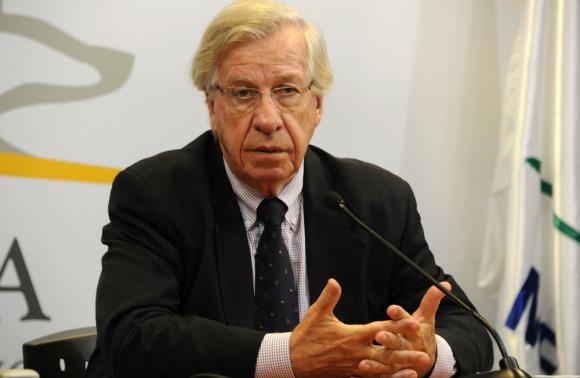 El ministro participó de las Jornadas Anuales de Economía que organiza la FCEA. Foto: EFE