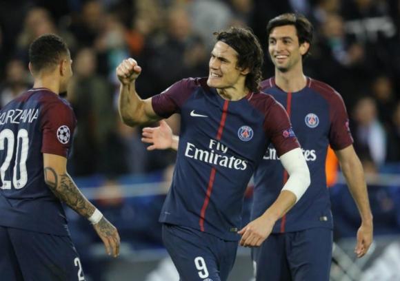 Edinson Cavani festejando su gol número 151 con la camiseta del PSG