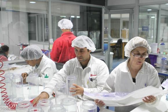 Producción. La empresa fabrica sus insumos en el PTI del Cerro.