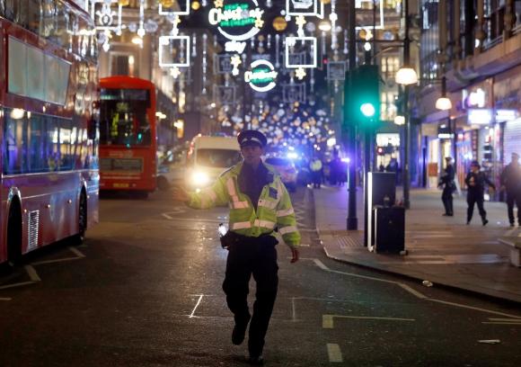 Policía y Bomberos en Londres. Foto: Reuters