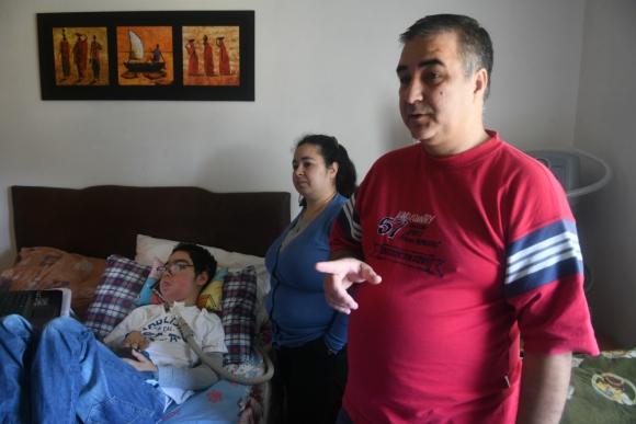 Santiago tiene 14 años. Fue diagnosticado con AME a los 6 meses. Foto: A. Colmegna