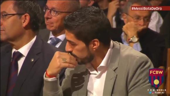 Thiago Messi y Luís Suárez en un duelo de muecas