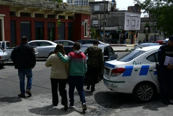 Dolor: la madre de Brissa tuvo que ir ayer a reconocer el cadáver. Foto: F. Ponzetto