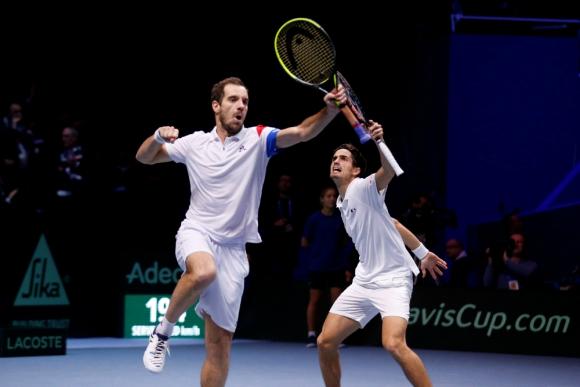 El festejo de la dupla francesa Richard Gasquet y Pierre-Hugues Herbert. Foto: Reuters