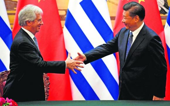Vázquez y Xi Jinping en la última China-Lac el año pasado en Tangshan. Foto: Reuters