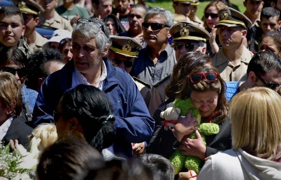 Sepelio: una multitud dolorida acompañó a los familiares de Brissa González. Foto: F. Ponzetto