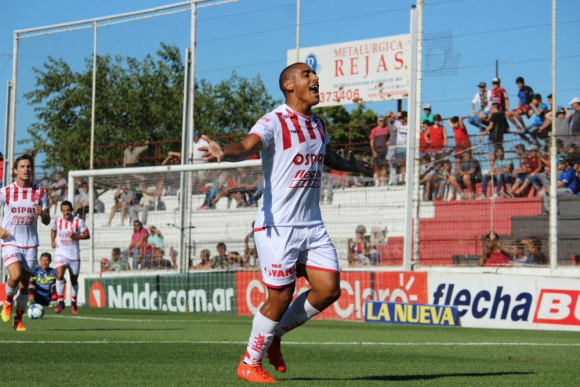 Diego Zabala festeja el gol de Unión ante Patronato
