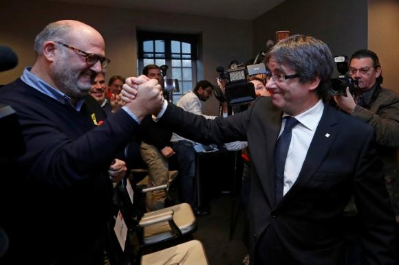 Puigdemont, expresidente de Cataluña, en Bruselas donde prepara nueva estrategia. Foto: Reuters