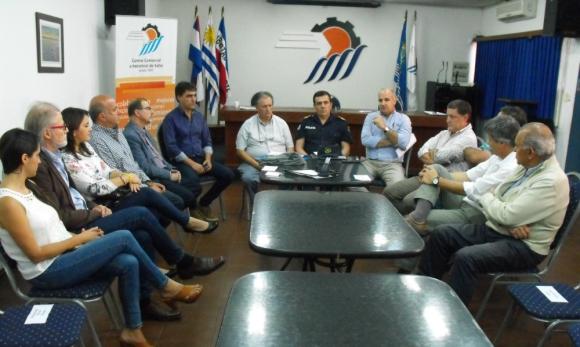 Vecinos y comerciantes se reunieron con autoridades policiales. Foto: Luis Pérez