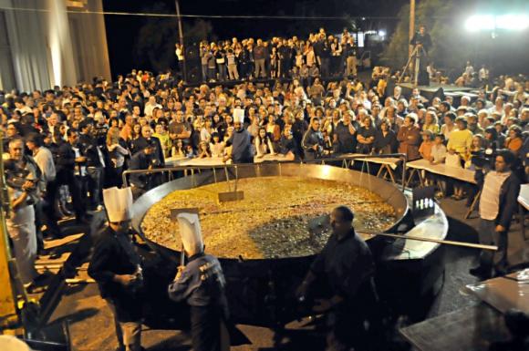 La paella pesará 5 toneladas y será a a beneficio de la Fundación Teletón. Foto: Archivo