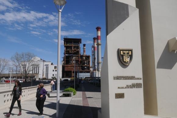 El acuerdo funciona para UTE como una cobertura sobre la cotización del dólar. Foto: F. Flores
