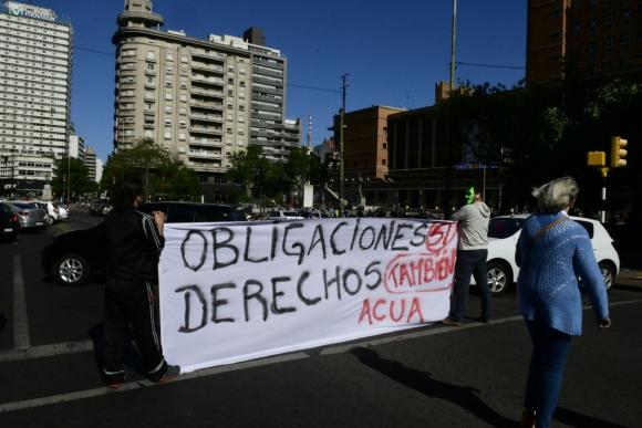 Protesta de ACUA frente a la Intendencia de Montevideo. Foto: Marcelo Bonjour