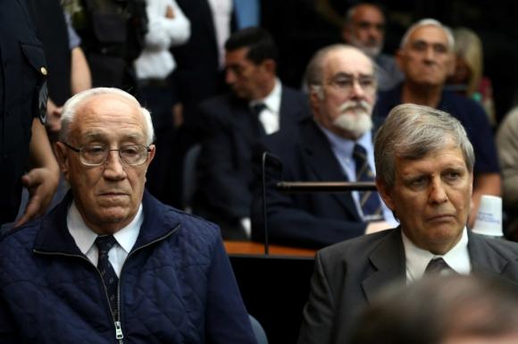 Acosta y Astiz escuchan el veredicto del tribunal: Foto: Reuters