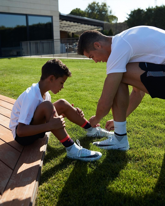 Cristiano Ronaldo y su hijo. Foto: @cristiano