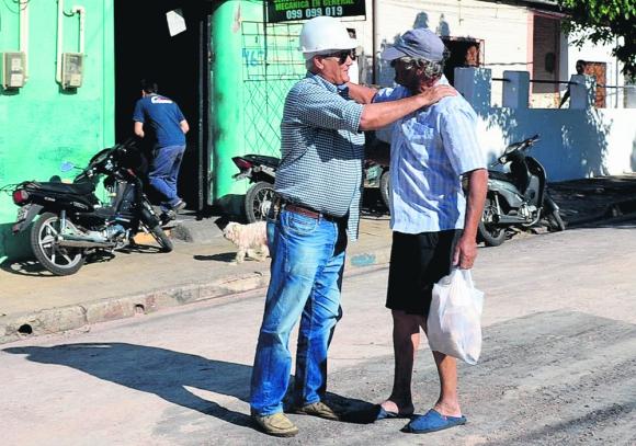 Bascou salió ayer a recorrer obras en varios barrios de Mercedes. Foto: Intendencia de Soriano
