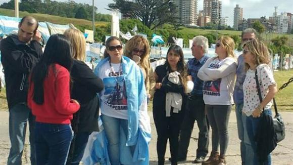 Familiares de los tripulantes del ARA San Juan en Mar del Plata. Foto: La Nación | GDA