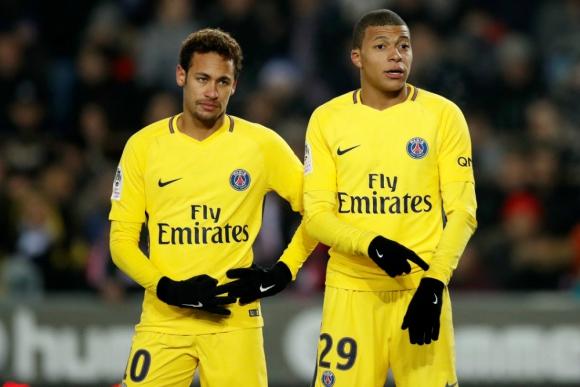 Neymar y Mbappé en el partido de PSG. Foto: Reuters