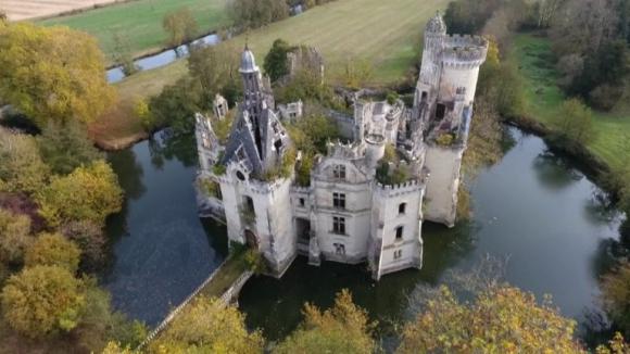 6.500 internautas compran un castillo medieval francés