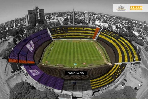 La división del Centenario en el operativo de seguridad para el Peñarol vs. Defensor. Foto: @MI_UNICOM