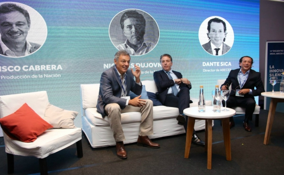 Ayer: los secretarios de Estado Cabrera y Dujovne disertaron en un evento. Foto: @abeceb