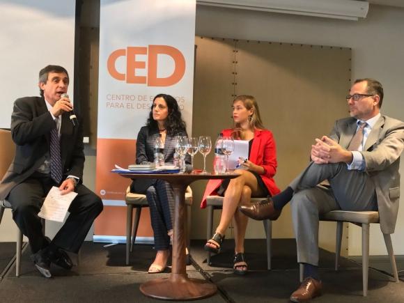 Álvaro García y Azucena Arbeleche en la presentación del informe. Foto: Foro Económico Mundial