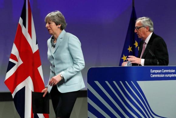Bruselas: May y el presidente de la Comisión Europea Juncker. Foto: Reuters